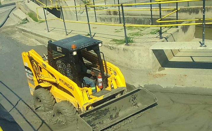 HPE Hyundai skid steer loaders cleaning ash slurry